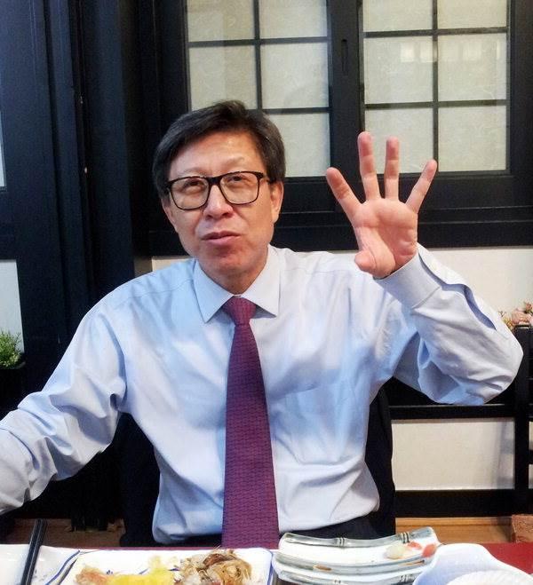 국회 정책기능 확충의 필요성을 설명하고 있는 박형준 국회사무총장.