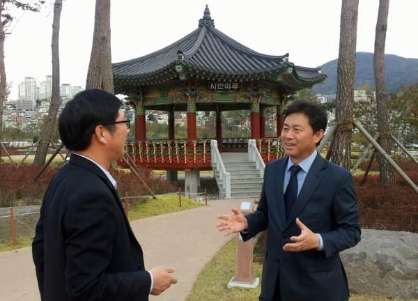 인본정치를 강조하는 김 소장.