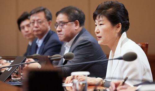 수석비서관회의를 주재하는 박근혜 대통령.
